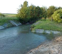 A falu határában folyó kis patak