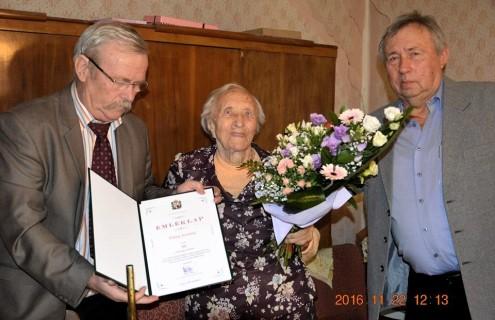 Köszöntötték a 90 éves Piroska nénit...